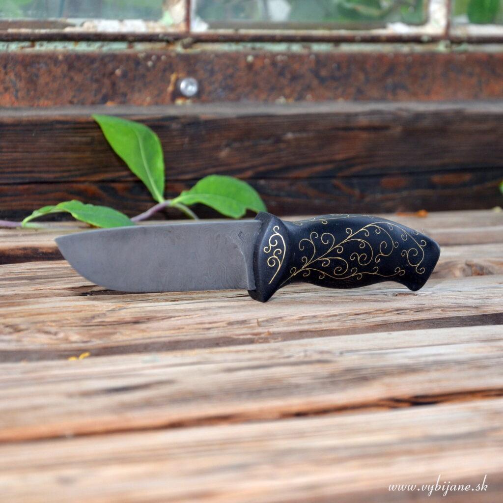 Rúčka noža je olejovaná, povrchová úprava tvrdý matný olej